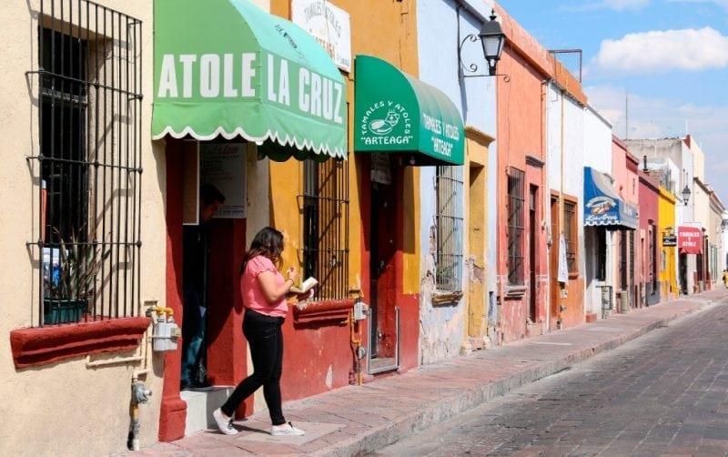 Arteaga la tradicional calle de los tamales queretanos